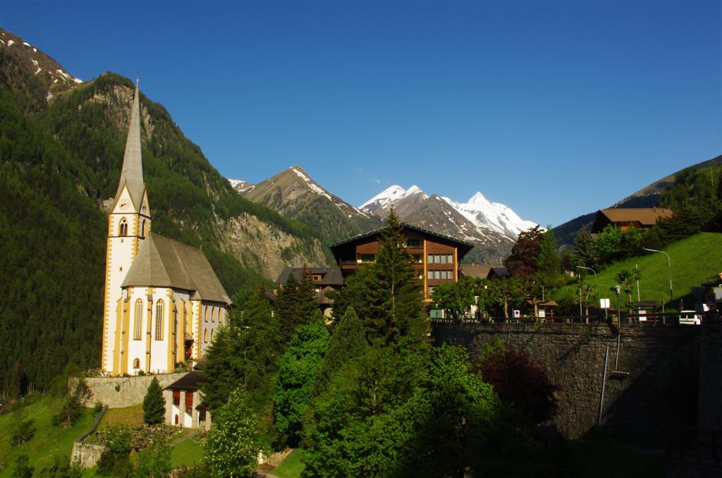 Der Alpe Adria Trail beginnt am Fuße des Glockners - hier im Hintergrund zu sehen
